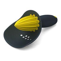 Espremedor-de-citricos-Cather-Joseph---Joseph-cinza-e-amarelo-16-cm---23559